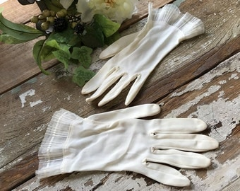 Vintage Ivory Lightweight Delicate Gloves - Nylon - Lace Tulle Trim