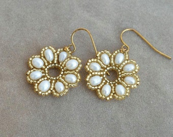 White and gold flower earrings Pearl daisy earrings White pearl earrings Real pearls earrings Small white earrings Delicate earrings E810