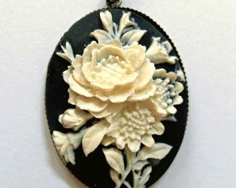 Vintage style, Victorian, Gothic floral cameo necklace. Black cameo. Gothic wedding. Gothic gifts for her. Victorian style jewelry.