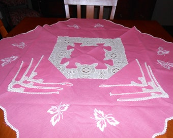 Raspberry square tablecloth and 6 napkins Vintage Deadstock