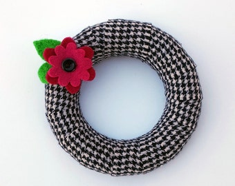 Rescued Wool Wreath - Wool Wrapped Wreath in Hounstooth Check