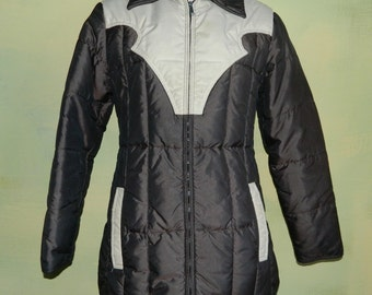 S M 70S Comfy Down Coat Western Quilted Puffy Down Ski Jacket Brown and Cream A Raven Operation Sioux Falls South Dakota Made in the U.S.A.