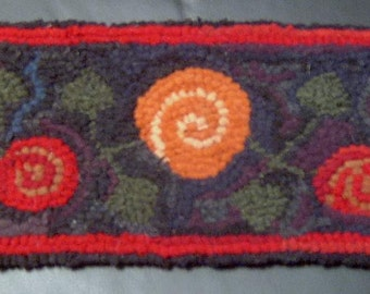 Primitive Antique Posies Runner Rug Hooking Kit with cut wool fabric strips