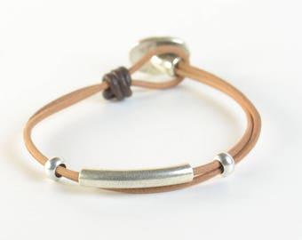 Mens bracelet.Leather cord.Zamak bead.Silver plated.Leather bracelet.Mens or women suede bracelet