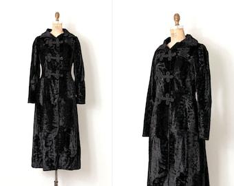 vintage 1960s coat / black crushed velvet 1960s russian princess coat (small s)