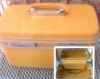 SPRING SALE Vintage Samsonite yellow hard case train case. Vintage suitcase. Travel. Suitcase. Vintage travel. Makeup case.