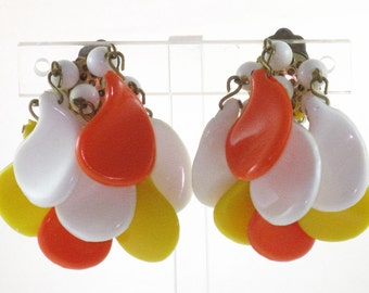 Vintage West Germany Mod Paisley Orange, Yellow, White Thermoset Cha Cha Dangling Earrings (E-1-4)