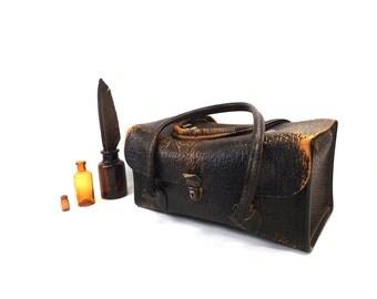 vintage 60s 70s black leather doctor bag satchel dr nurse tote distressed aged worn in men women 22 medical antique old rectangular medicine