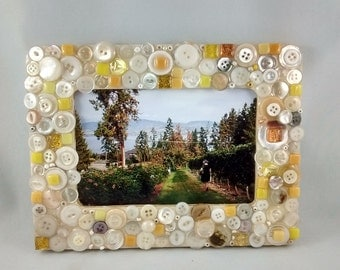 Photo frame -picture frame - button art - gift idea - mosaic photo frame - mosaic picture frame - photo -button photo frame