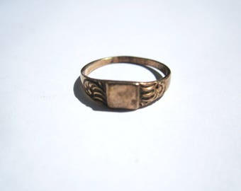 Beautiful Vintage 10 k gold ring - Size 2.5