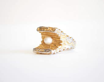 Vintage 1960s PEARL statement ring