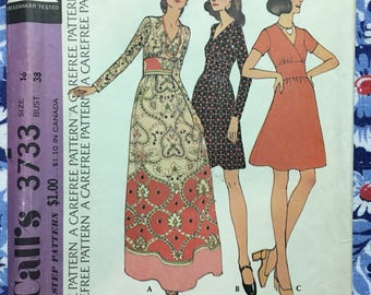 McCall's 3733 COMPLETE vintage pattern Dress with sleeve and length variations Size 16/38 Perfect for Border Prints! Copyright 1973