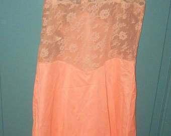 Pretty As A Peach   Vintage NWOT Full slips Beige   Lace floral Accents  Slip Never Worn Or Washed SIze 34 Average