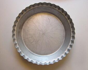 vintage DEEP DISH PiE TIN - WearEver - fluted edges - great for pumpkin pies, pot pie - tin a