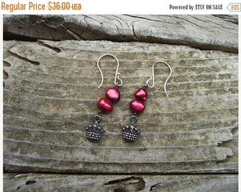ON SALE Red pearls and crowns earrings in sterling silver