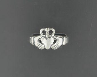 Medium Sterling Silver Claddagh Ring