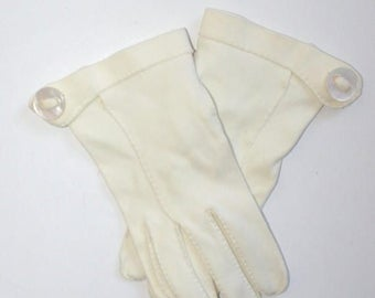 50% OFF SALE 1950s Ivory White Formal Party Wedding Gloves . Vintage 50s 60s Cotton Wrist Gloves with Buttons . Size  6 1/2 to 7