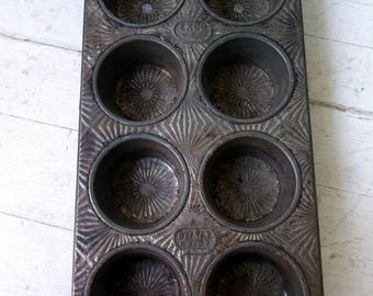 Ekco vintage muffin tin metal baking tin holds 8 cupcakes/muffins Ekco N-800-B Ovenex measures 10 1/2 by 5 1/2 inches 2 hole