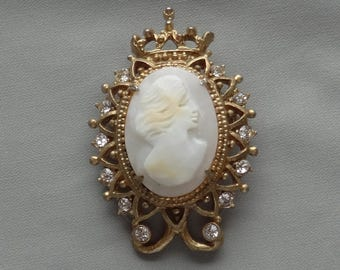 Vintage GENO Shell Cameo Portrait Crown Crest Pin