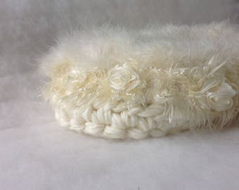 Precious White baby basket Photo prop Baby cocoon nest photography prop Baptism cocoon with feathers and roses White Newborn nest Photo Prop