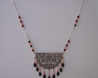 Necklace - Collier connecteur argenté, perles bambou de mer, agate noire et onyx
