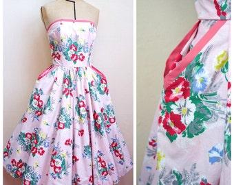 1950s Pale pink floral print strapless full skirt dress / 50s rose printed cotton pocket circle skirt sun dress - XXS XS