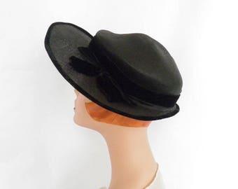 1940s vintage hat, black with velvet trim, excellent