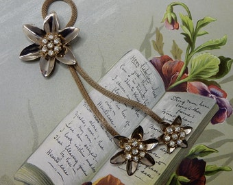 3 Gold Flower on Mesh Chain Brooch     OJ16