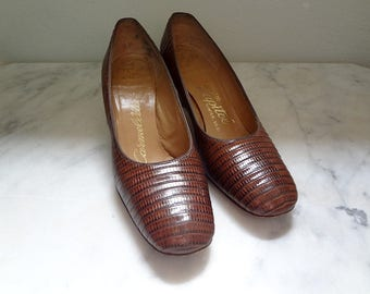 1960s Pumps / Vintage Brown Leather Chunky Heels Size 8AA