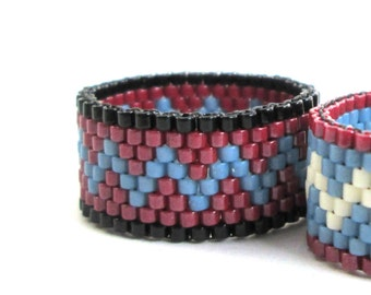 Beaded Zigzag Ring in Red Denim Blue and Black Southwest Colors, Peyote Seed Bead Ring, Beaded Ring for Man, Everyday Geometric Thumb Ring