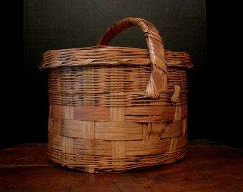 Vintage Large Basket Split Reed / Country Farmhouse Wicker Lidded Basket with Handle / Large Easter Basket / Gathering Basket