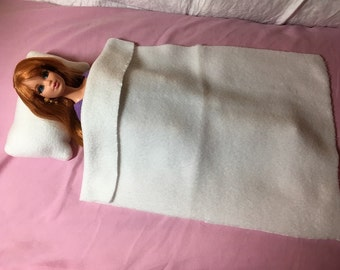 Fleece bedding set in solid white for Fashion Dolls - bsb23