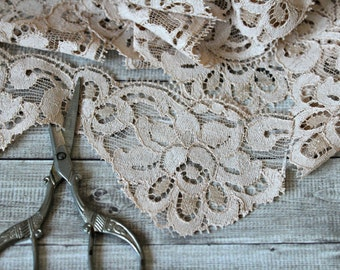 French vintage Calais lace nude 4,7 yards floral romantic 1970s retro shabby chic french country