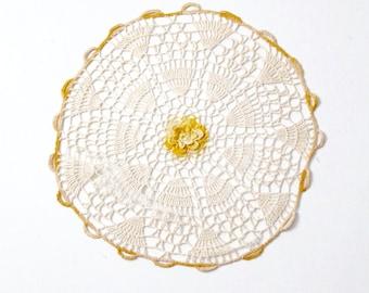 vintage doily circa 1940s sun blossom crotchet lace