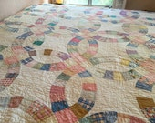 Pretty Antique 1950's DOUBLE WEDDING RING Quilt Super Sweet Bright & Happy Quilt Textile! Perfect shape!
