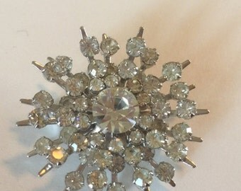 WINTER SALE Beautiful Vintage Clear Glass Rhinestone Snowflake Silver Tone  Brooch in Excellent Condition