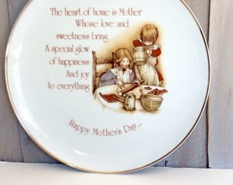 Vintage Holly Hobbie Mothers Day Plate / Collectors Plate / 1976 Mothers Day Plate