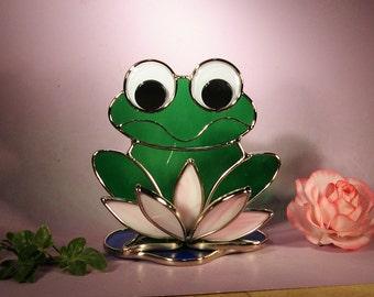 Smiling Freddie Frog on Lily Pad  (763)