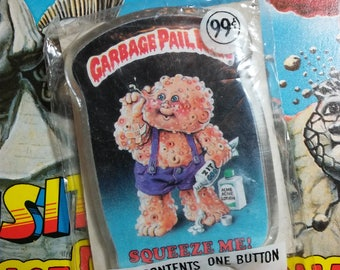 Unopened 1986 Garbage Pail Kids SQUEEZE ME button
