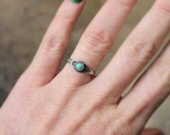 Slim Line Turquoise RING / Vintage Southwest Jewelry / Size 5 3/4 Sterling Stacking Ring
