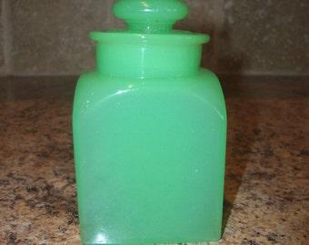 FREE USA Shipping-Vintage Clambroth Jadite Glass Apothecary Jar