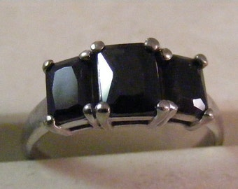 Vintage Gothic Black Glass Three Stone  Ring in Sterling Silver.....  Lot 5027