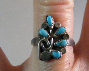 Vintage Early Native American Petit Point Turquoise Ring.....  Lot 5186