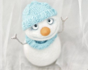 Felted toy - Needle felted toy - Felt toys - Felt doll - Collectible dolls - Soft sculpture - Needle felting - Snowman - Toy - Gift for her