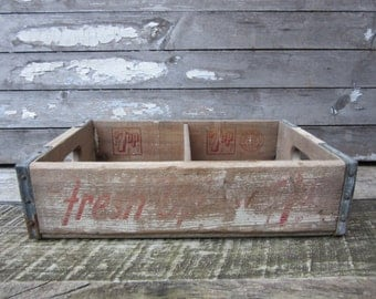 Vintage Wood Crate 7UP Seven Up 7 UP Cola Beverages Delivery Box White Red Divided Box Rustic AGED Distressed Industrial vtg Storage Shelf
