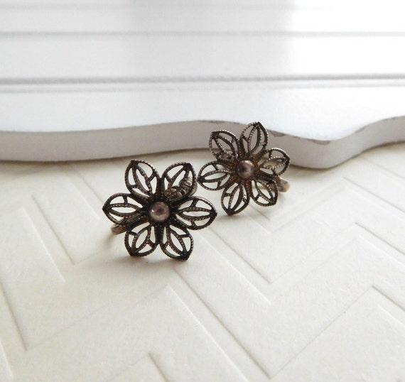 Vintage Marked Sterling Silver Filigree Flower Screw Back Earrings NN29
