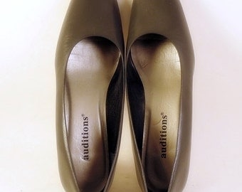 Auditions Gray Leather Pumps Size 7 Low Heels New Bows Womens Shoes