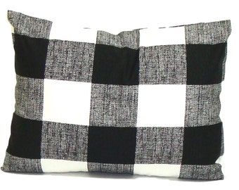 Black Pillow,12x16 or 12x18 inch BLACK Throw Pillow, Pillow Cover, Plaid Pillow, Buffalo Check Pillow, Buffalo Plaid.Farmhouse. Cushion