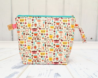 Vintage Kitchen fabric, pyrex Large Clutch Project Bag, Cross Stitch Project Bag, Large Wedge Zipper Bag for Knitting and Crochet.Padded Bag