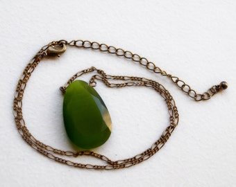 Vintage Faceted Green Glass Stone Necklace Rhinestone Minimalist Pear Peridot